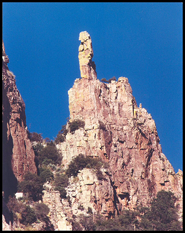 073a_1021-finger-rock-closeup